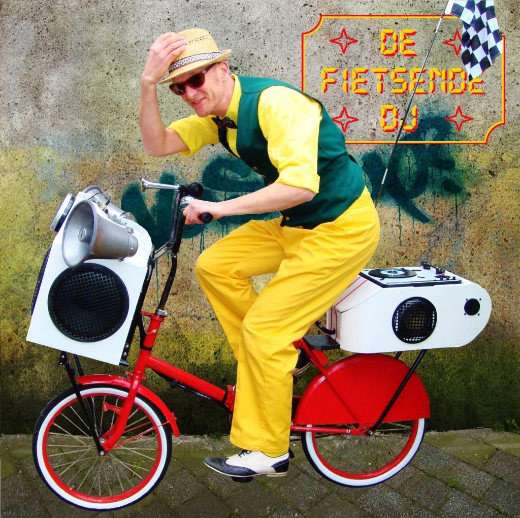 Fietsende DJ Photo by Totaal Theater
